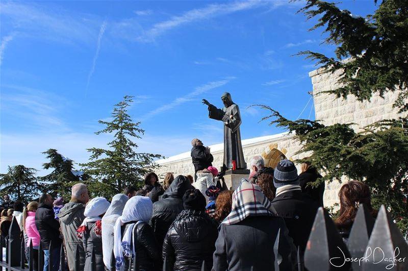 🙏🏻الملجأ الأول والأخيريا شربل الحبيب بشفاعته اشفينا... (Annaya, Saint Maroun)