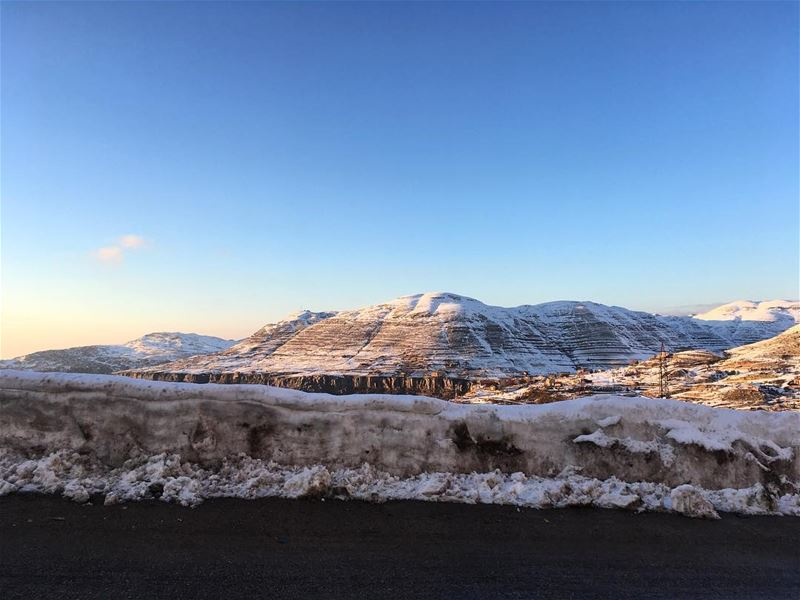Early morning drive to the slopes. Another day of fresh air and sunshine... (Ouyoun El Simen-Kfardebian)