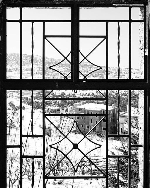 ~ شباك و تلج ~... window abandoned abandonedplaces ... (Kafarselwan)