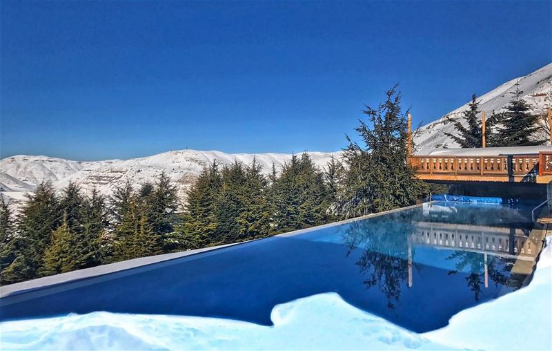 Good morning sunshine! ☀️ Heated pool overlooking the magnificent snowy... (Le Montagnou)