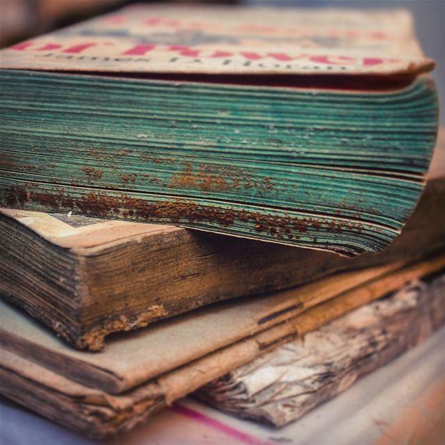 يا زمن بالقصص المنسية.. أو بالأحلام الوردية لا تتركنا أسرى مبارح ..ولا نن (مكتبة السائح)