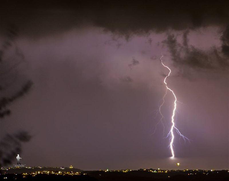ليل ورعد وبرد وريح... storm coldweather colddays chouf jbaa...