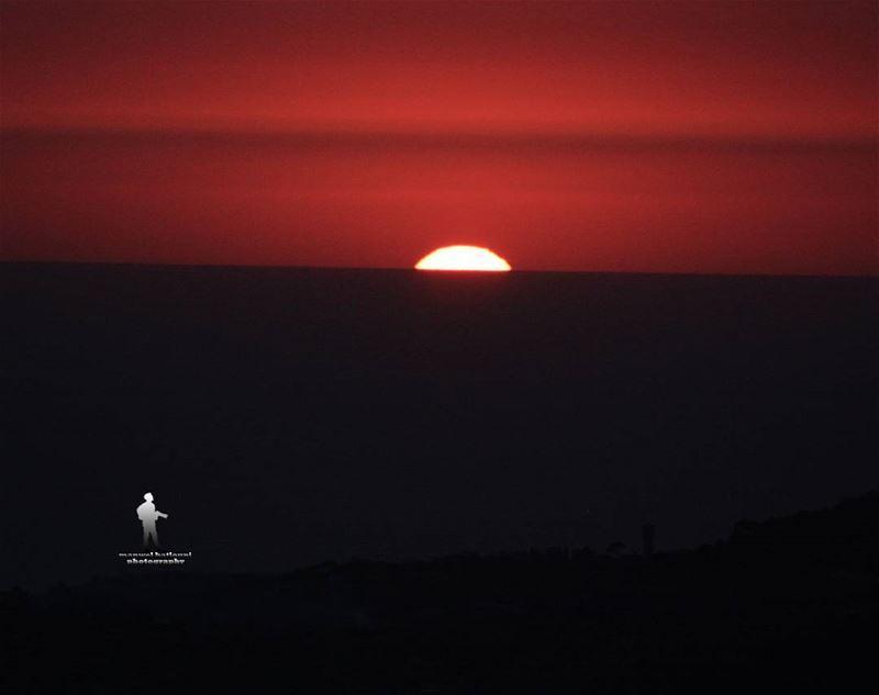 يمكن بكرا أحلى..... sunset sun amazingview sea clouds...