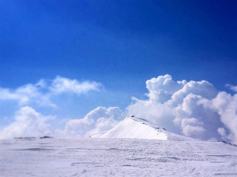 It is worth looking back sometimes.. -----------------------------------... (Jabal Al Kneyseh)