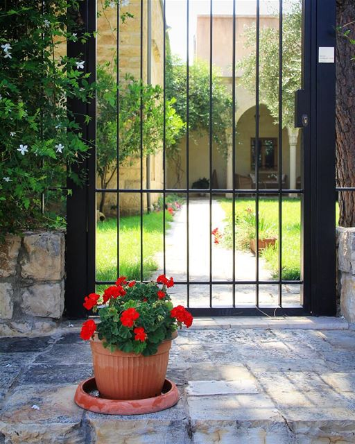 Door closed, but you're still welcome.............. garden ... (Deir al-Qamar)