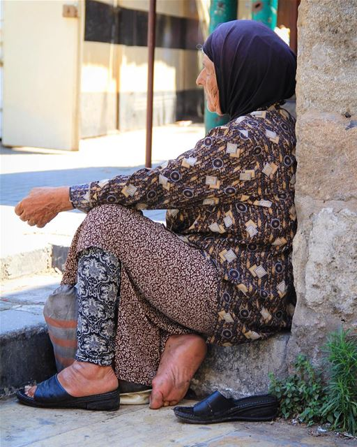 Despair sitting on a broken leg, the street lifting weights of broken... (Tripoli, Lebanon)