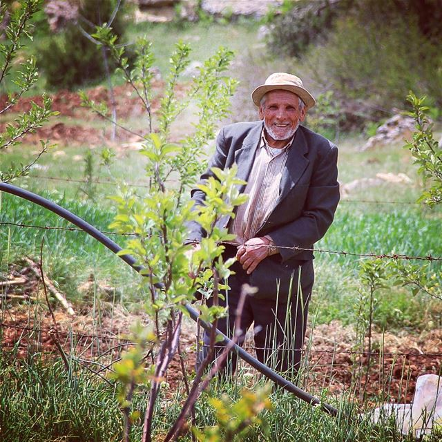 A style of a happy life. farmer man old beard style outfit ootd ... (Fnaïdek, Liban-Nord, Lebanon)