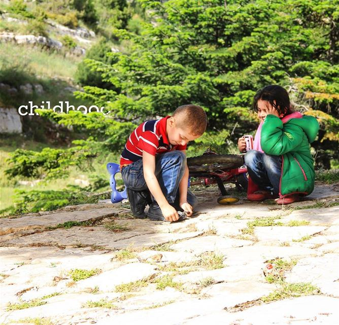 For kids, happiness is more important than pride. kids play playing ... (Fnaïdek, Liban-Nord, Lebanon)
