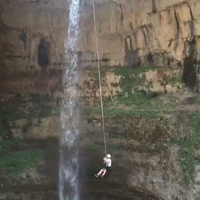 """Hymn for the weekend."" coldplay beyonce weekend song video fast ... (Cascata delle gole del Baatara)"