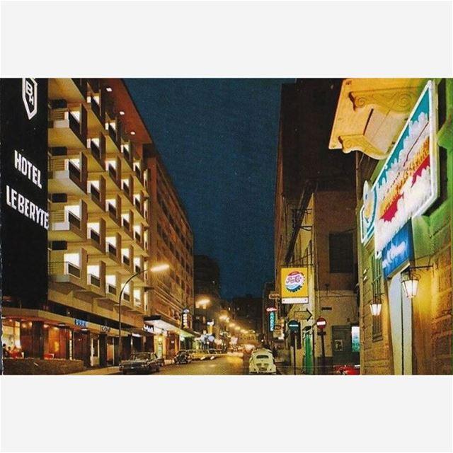بيروت شارع فنيسيا ليلاً عام ١٩٦٩