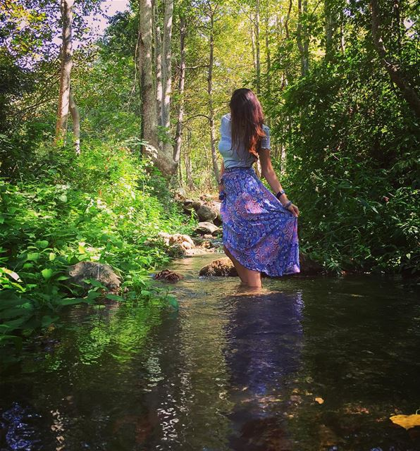 She reflects colors of life, when she's natural river life green hike ... (Tanourine)