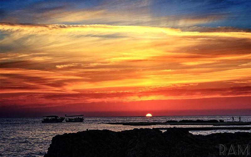 يا ربُ قلبي لم يعد كافياً..لأنّ من أحبّها تعادلُ الدنيا..فضع بصدري واحداً غ (Corniche El Mina Tripoli)