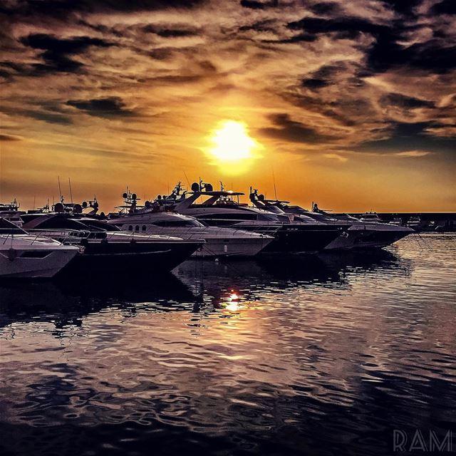لٓوْ.. غمّضتّن عينيّي ومشيت______________________________ lebanon ... (Le Yacht Club (zaytouna bay))