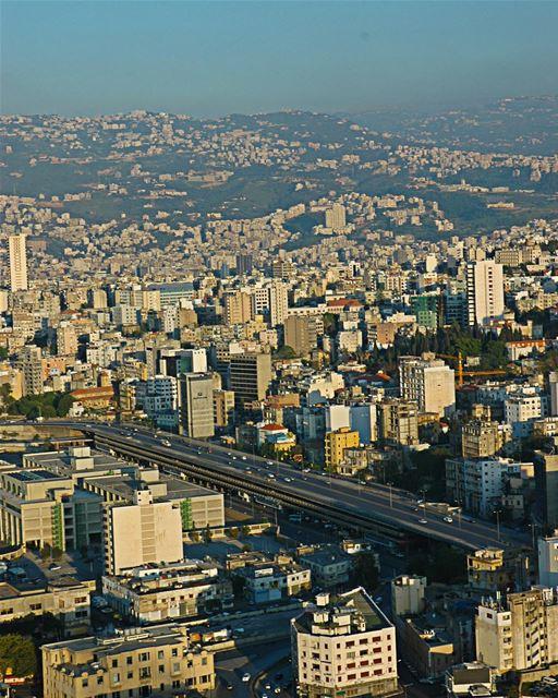 صورة جوية لمدينة بيروت في لبنان عام ٢٠٠٤ .. مساء_الخير الجبل البحر ...