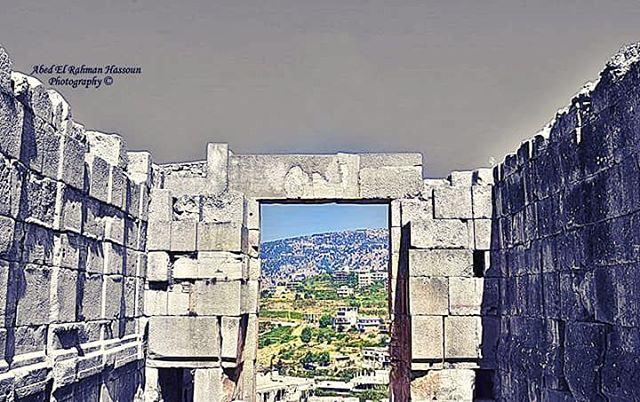 لا بد أن يشرق الضوء في آخر النفق..... في الصورة, قلعة الحصن, ثاني أكبر مجمّ (Diniyeh, El Sfireh)