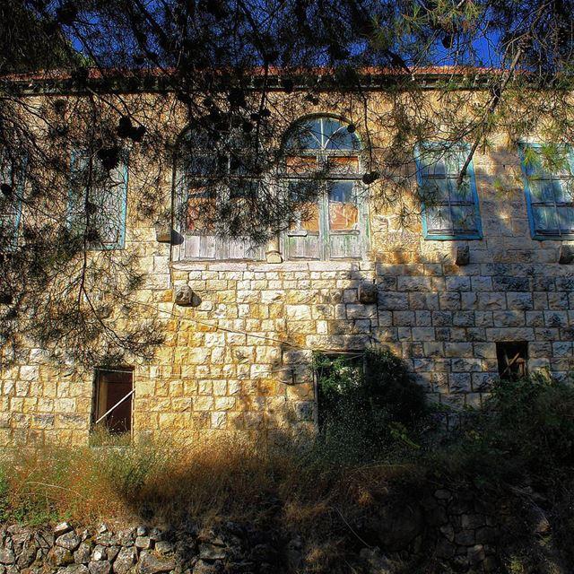 livelovehardine old lebanon houses (Hardine)