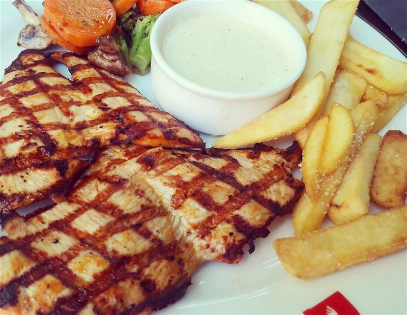 A beautifully & deliciously cooked chiken 👌 DeekDuke Hamra Street ... (Deek Duke Hamra)