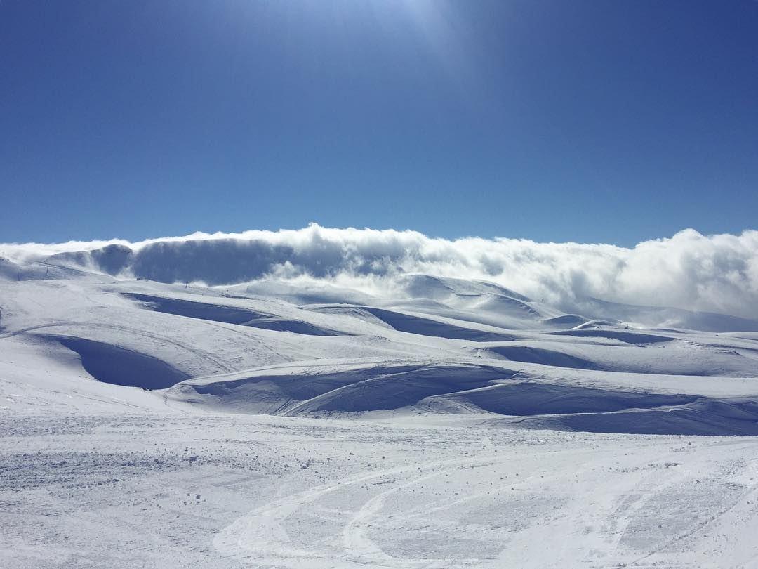 Skiing above the clouds ⛷💙 kulturoscope sport ski snow bluesky ...