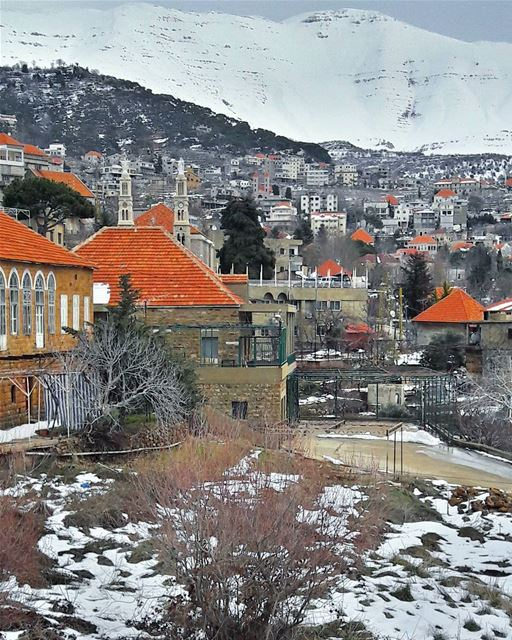 Beautiful Baskinta, the neighbor of Sannine's majestic mountain 😍... (Baskinta, Lebanon)