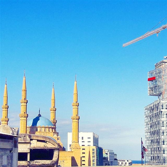 Beirut's contradictions: modernity and ruins in the same spot!... (Beirut, Lebanon)