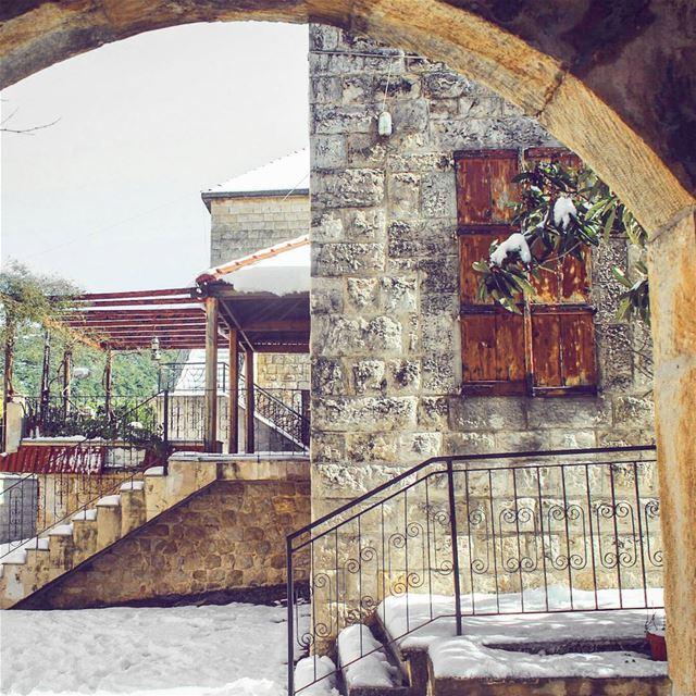 تعا بالضبابة .. تعا بلا خيال 🎑... lebanon beino beinovillage ... (Beïno, Liban-Nord, Lebanon)