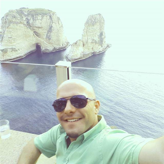 سلفي و صخرة الروشة خلفي 💓 Raouché Rawché Beirut PigeonsRocks Rocks ... (Raouché. Beyrouth)