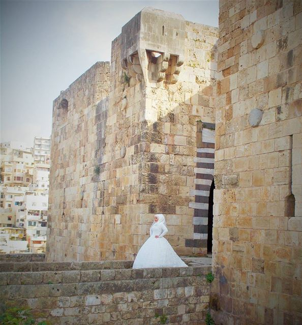 There's a beautiful bride in Tripoli's castle 👰👰👰  LiveLoveLife ... (قلعة طرابلس الأثرية)