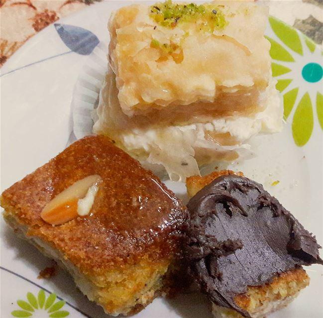 الحلو بدو حلووو 😜 Tripoli Lebanon Lebanese delights chocolate ... (Tripoli - Abi Samra)