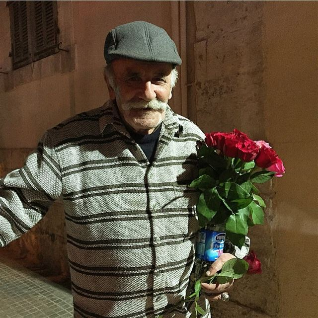 An old man selling flowers on the street of Mar Mikhael - Achrafieh .... (Achrafieh - Mar Mikhael)