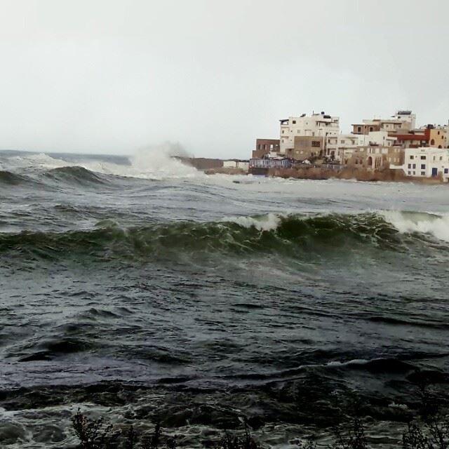 Crazy Sea! Batroun liban Storm ig_lebanon WhatsUpLebanon ... (Batroûn)