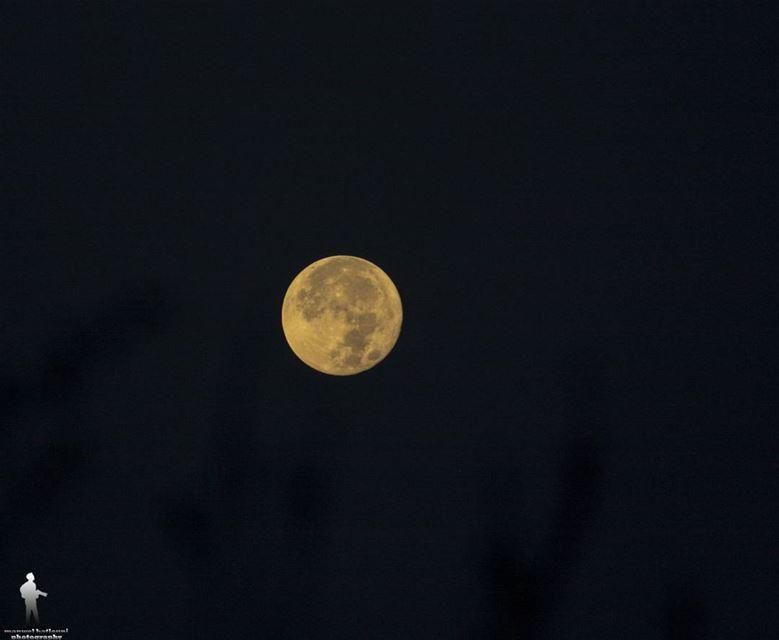 The full moon shooted morning at 5 am moon fullmoon jbaa shouf ...