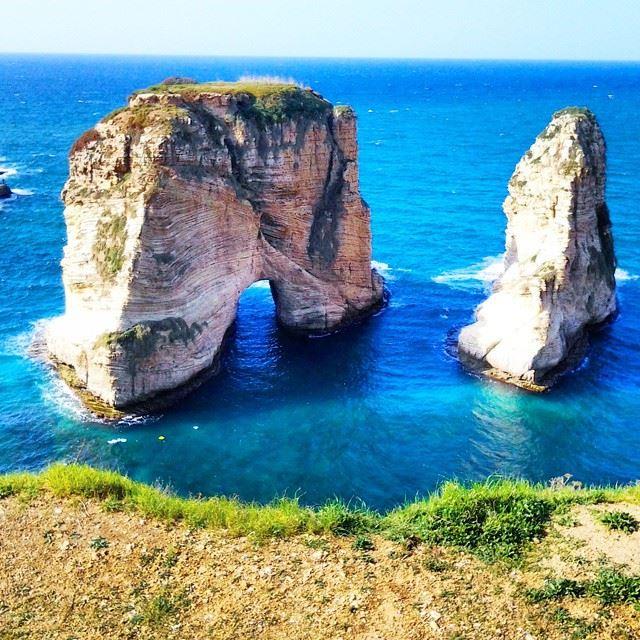 شو حلوة الروشة... ﻟﺒﻨﺎﻥ Beirut sea Beyrouth ig_lebanon ig_leb ...