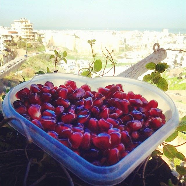 Nothing like fresh extra red pomegranate as a breakfast!Good morning...
