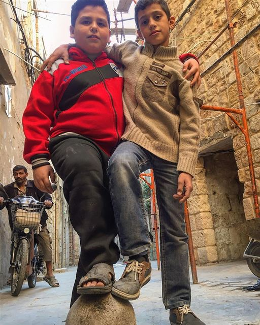 A knit between real friends are sometime stronger than families ones.... (Saida Old Souks)