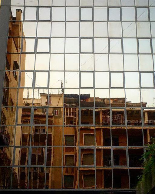 reflectin mirror art leo love soul desert mydubai mybeirut ... (Clemenceau)