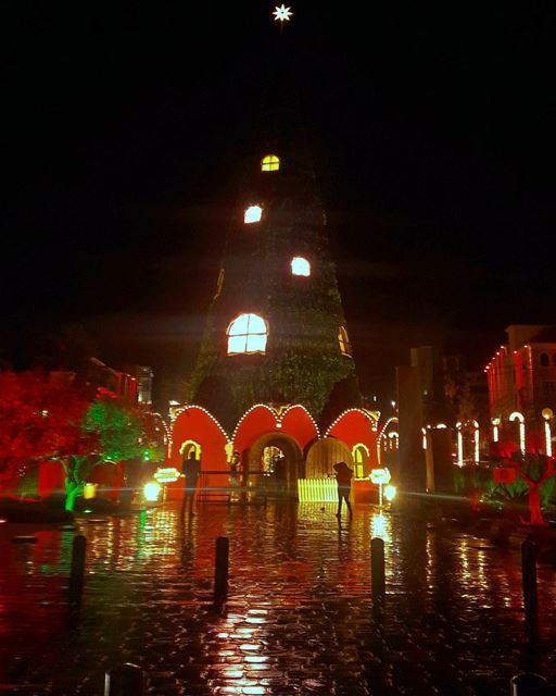 Byblos' Christmas tree under rain.... christmasdecorations ... (Jbeil-Byblos)