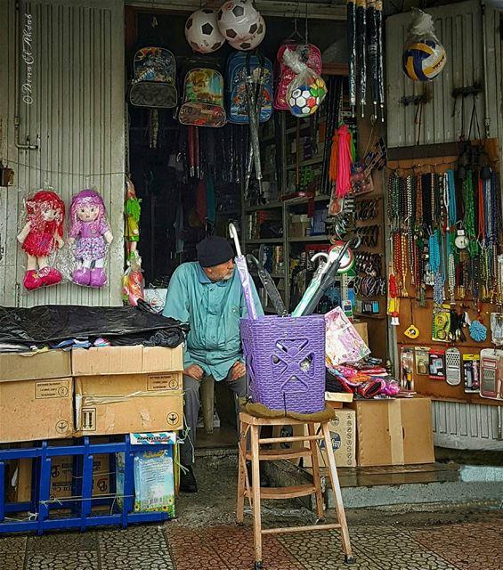 ما يجعله حزيناً يجعله حكيماً... ______ old oldman shop urban people ... (Tripoli, Lebanon)