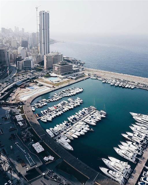 A maravilhosa baía de Beirute fotografada pelo @widenka 🇱🇧 The wonderful... (Four Seasons Hotel Beirut)