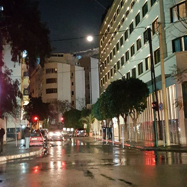 Full moon shines in Beirut's sky...🌚 .... .............. (Beirut, Lebanon)
