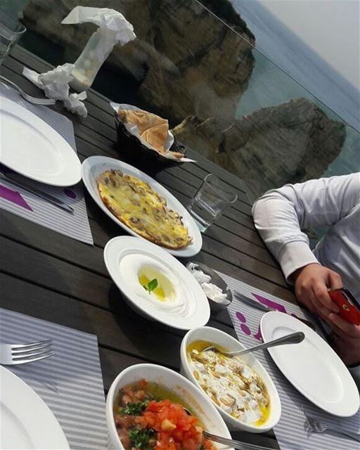godmorgon 💚💚Ha en bra dag 😍 lebanese_in_sweden livelovelebanon ... (Rawshe Beirut)