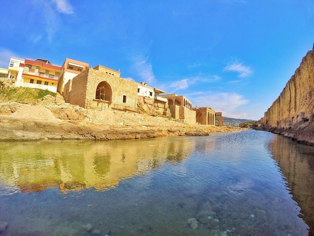 A Phoenician reflexion that never ends (Phoenicien Wall, Batroun)