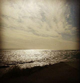 كم يجذبنا إنعكاس لون السماء فوق مياهك، ﻻ حدود لوسعك، وﻻ حدود لعمقك...أيها ا