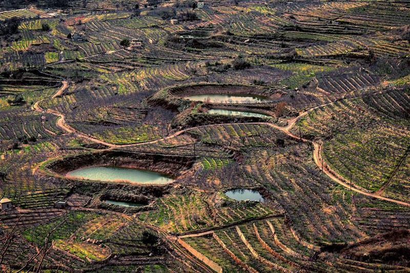 من بين كل العيون انا قلبي اختار عيونكبسحرن انا مجنون ومغروم بكحل جفونك... (Akoura, Mont-Liban, Lebanon)