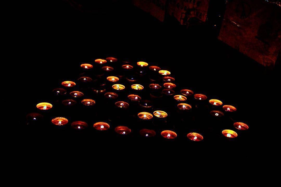 رح ضويلك قلبي شموع و قدمهن شمعة شمعة تيبقى بقلبك مجموع و ما تفترق هل جمعة... (La République)