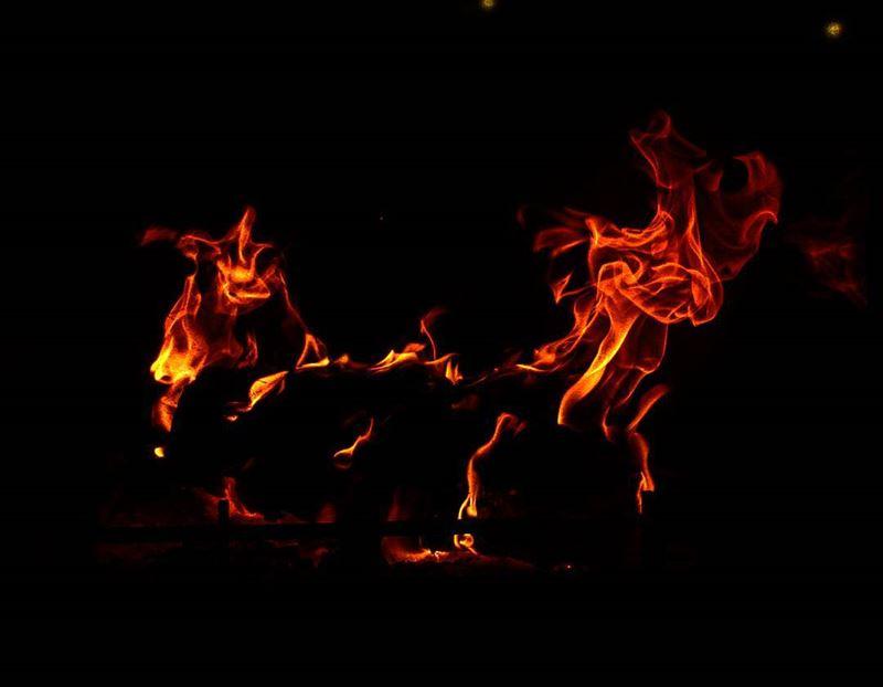 شعلتي النار بقلبي و ما عاد اقدر اطفيهاشو بعمل انا يا ربي تا حتى اقدر انسيه