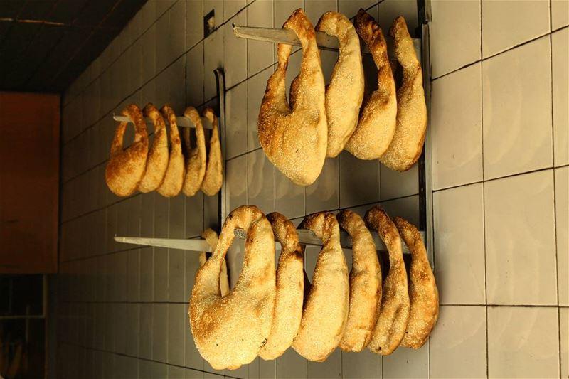 الكعكة العصرونية.... عشق من أول لقمة. lebanesefood livelovelebanon...