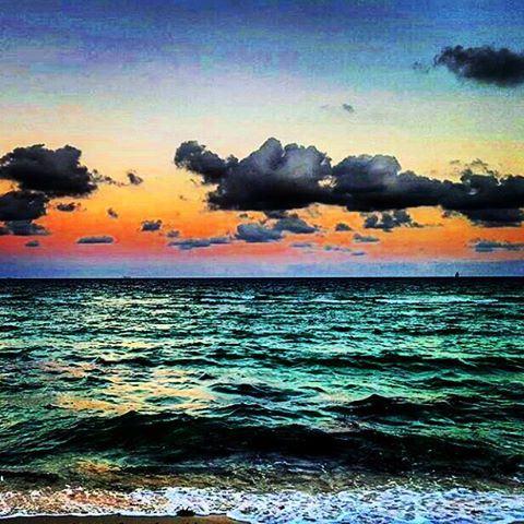 Tb jogging sports friends extremly crazy go extreme go crazy sea sunset... (Batroûn)