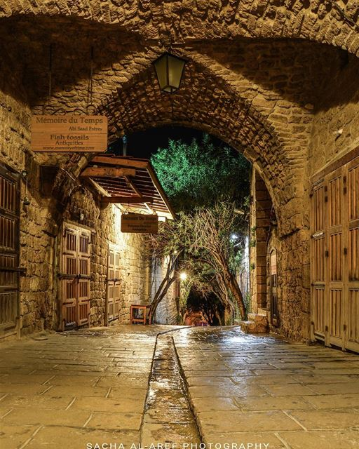 .This is Byblos at night a while ago !!! Evening dear friends 🌟🙌😊.... (Byblos, Lebanon)