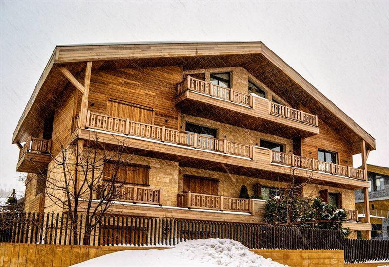 .In the snow ❄❄.. A beautiful wooden house.. This is Mzaar Kfarzebian in... (Mzaar Kfardebian)
