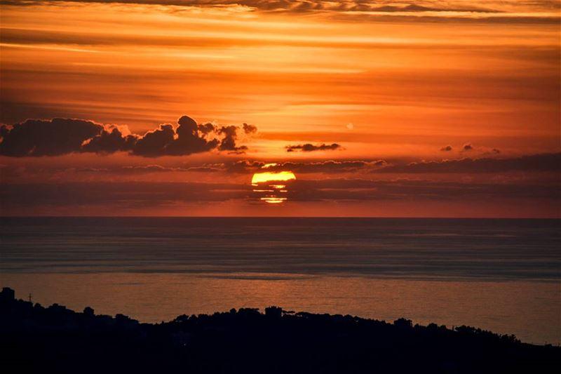 .Good evening dear friends. Amazing high cloud Sunset taken from Kahhale... (El Kahhalé, Mont-Liban, Lebanon)